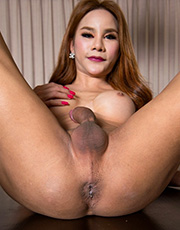Anny Jacks Her Dick
