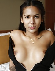 20yo Thai newhalf sucks off white tourists cock - Mickey2